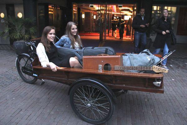 girls cart hotel