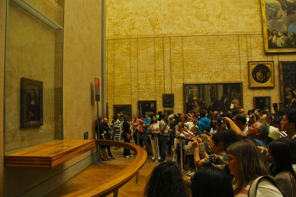 mona lisa crowd two
