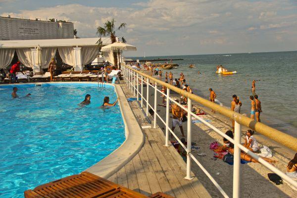 club bono pool