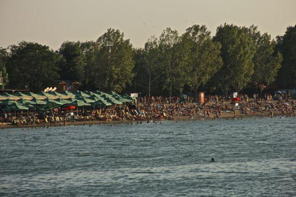 crowds beaches