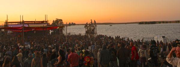 crowd sun3