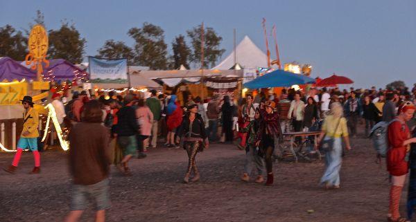 crowds food