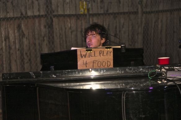 will play for food